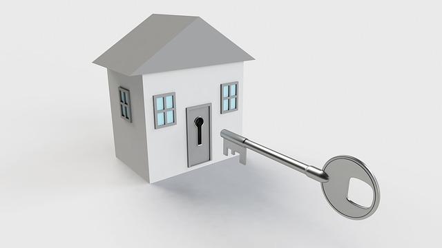 bílý domek, velký klíč