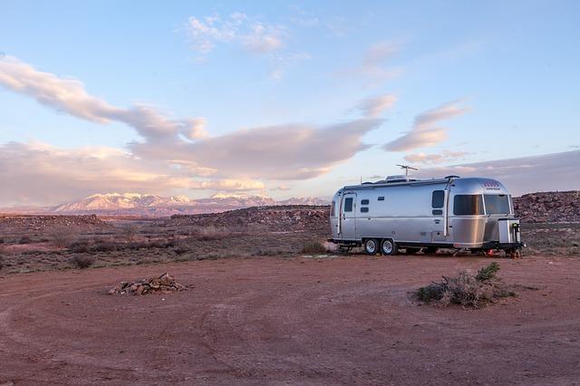 karavan v přírodě