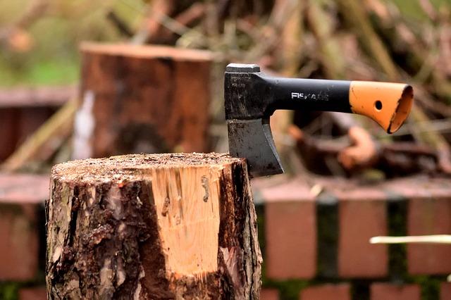 sekera na dřevo